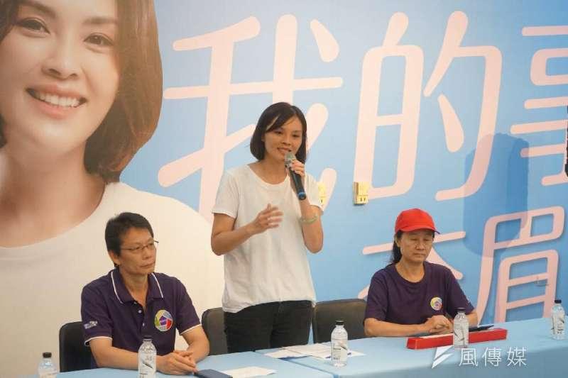 國民黨高雄市長候選人李眉蓁(中)論文抄襲風波越演越烈,23日親上火線道歉,並表示要放棄碩士學位。(資料照,徐炳文攝)