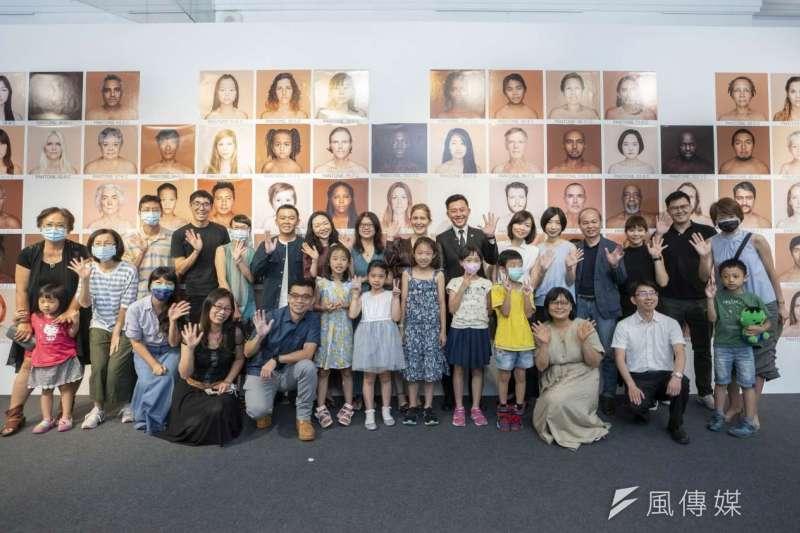 此次將展出80幅東南亞、東北亞、歐洲、美洲等不同地區素人面孔,展場還特別留下許多空白空間,讓民眾可與80位不同國家臉孔一起合照。(圖/新竹市政府提供)