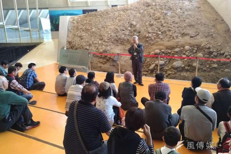 台中市有三位宿修老師獲教育奉獻獎,其中立人高中呂玉郎教師在921地震教育園區導覽志工至今已15年。(圖/台中市政府)