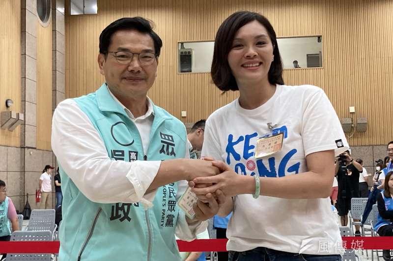 民眾黨市長候選人吳益政(左)發表封關民調數據,吳益政支持度已攀升至11.5%,緊咬國民黨候選人李眉蓁(右)的12.8%,差距約1個百分點。(資料照,徐炳文攝)