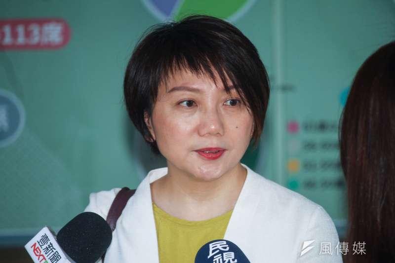 20200716-立委范雲於議場前受訪。(蔡親傑攝)