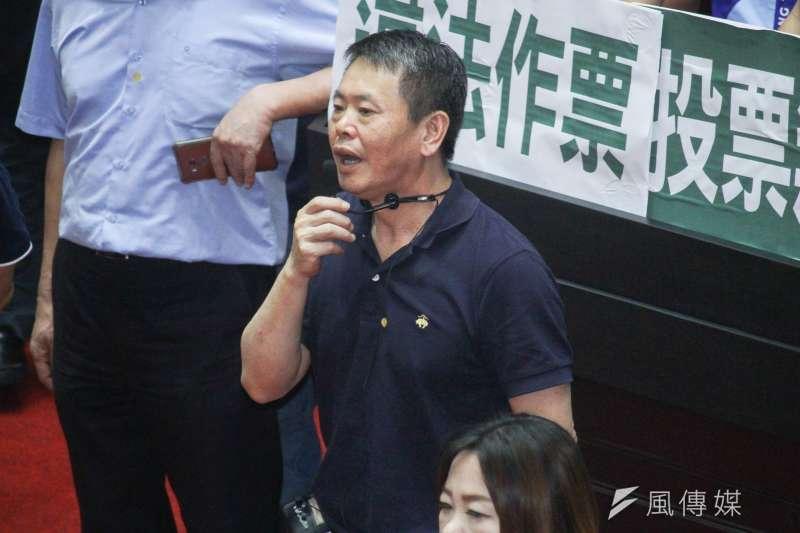 20200717-立院17日進行監院人事投票,國民黨立委林為洲質疑立委陳瑩不在場投票無效。(蔡親傑攝)