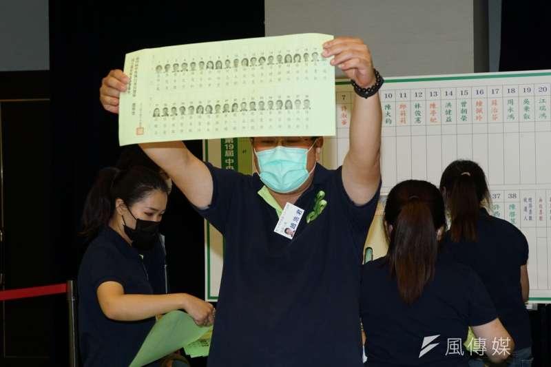 民進黨19日舉行全代會,進行中評委及中執委開票作業。(盧逸峰攝)