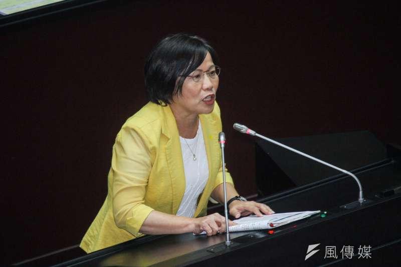 民進黨立委劉世芳提醒促轉會,應先確認國民黨2017年與政大簽的委託管理書有沒有違反《促轉條例》。(蔡親傑攝)