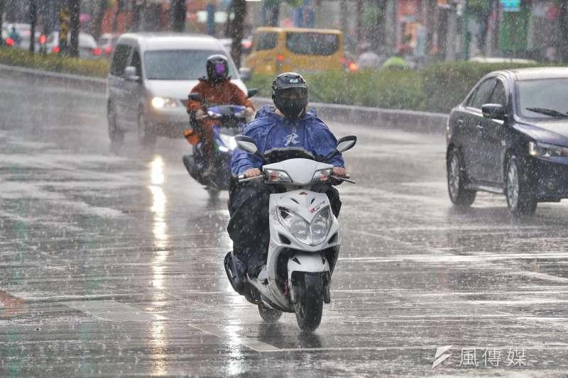 颱風哈格比帶來雨勢。(示意圖/盧逸峰攝)