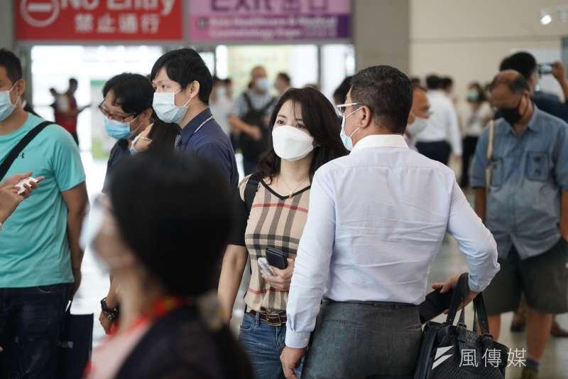 口罩國家隊「健康天使」公司私設產線生產有雙鋼印的口罩,初估有421萬多片流入實名制通路。示意圖,非關新聞個案。(資料照,盧逸峰攝)