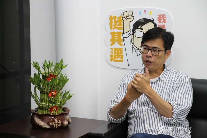 談及城市發展,民進黨高雄市長補選候選人陳其邁接受《風傳媒》專訪時指出,高雄停滯了1年多,這讓他對市政發展充滿了「急迫感」。(黃信維攝)