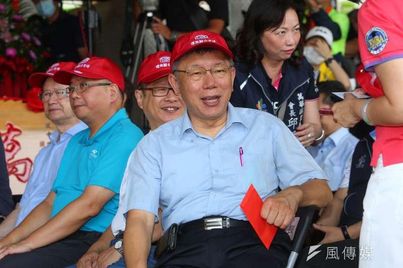 台北市長柯文哲(見圖)認為,從政後還有辦法拿到碩博士學位的人,要嘛是找槍手代寫,不然就是一路放水到底。(資料照,顏麟宇攝)