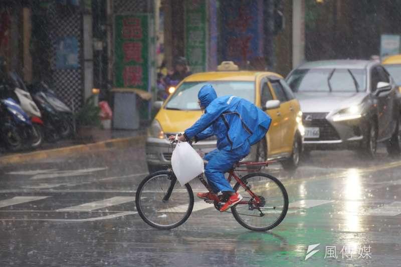 米拉克颱風掃過台灣海峽。(示意圖/盧逸峰攝)