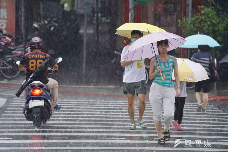 氣象局表示,今(31)日滯留鋒面持續影響,西半部及東北部降雨機率高。(圖/資料照)