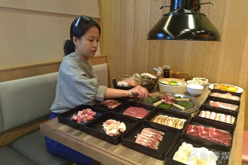 火燒肉PLUS超級豐富澎湃的海陸燒肉盛宴,滿足同時想吃燒肉及海鮮的慾望。(圖/徐炳文攝)