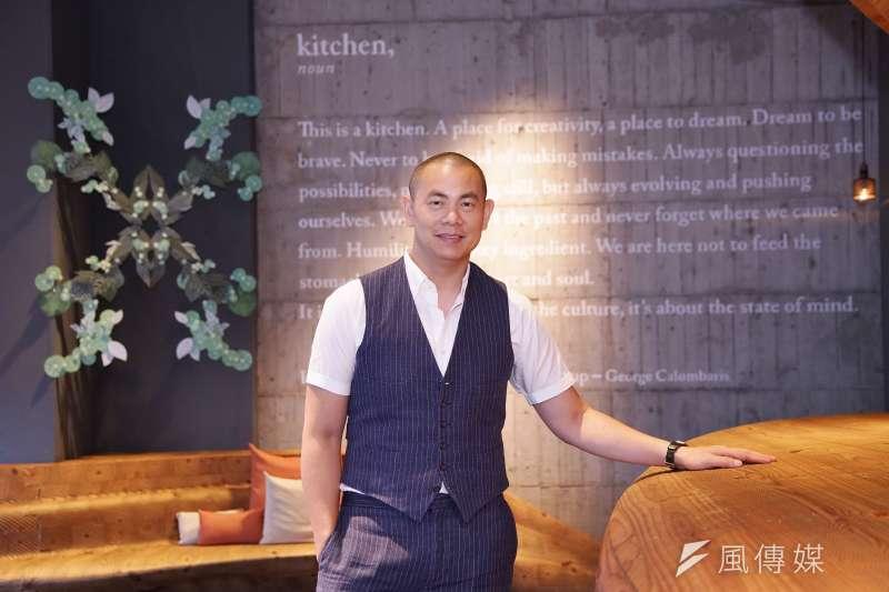 國際名廚江振誠接受《風傳媒》專訪時指出,當代餐飲界最重要任務是建立台灣味譜。(盧逸峰攝)
