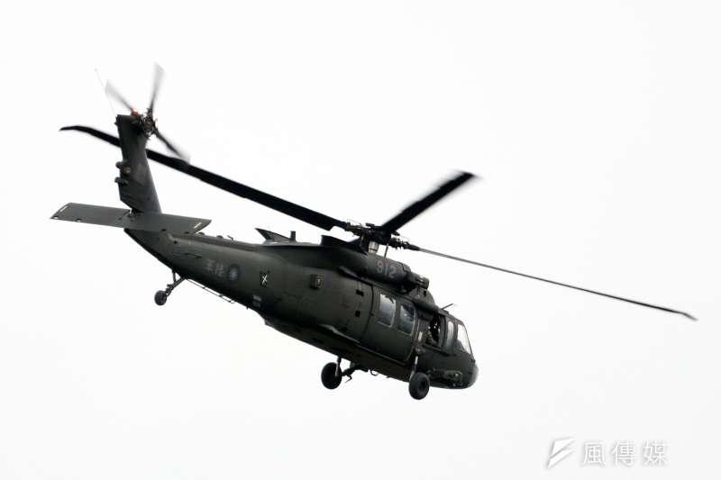 20200729-陸軍航特部原欲將台東豐年機場做為直升機部隊的輪訓基地,消息曝光後,卻面臨來自地方不分藍綠的反對,軍方無奈之餘,只能先以在求得共識前,暫緩實施回應外界。圖為規劃部署至台東的UH-60M黑鷹直升機。(蘇仲泓攝)