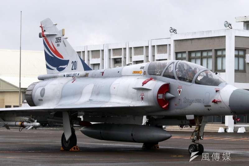 軍方人士透露,政府4日下午將安排4架幻象2000戰機,在空中迎接搭載我國運選手回台的華航班機。(資料照,蘇仲泓攝)