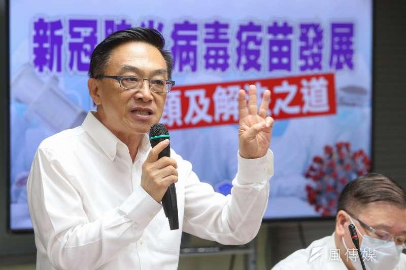 前國民黨立委陳宜民認為,台灣的新冠疫苗政策不清楚,讓民眾及醫師產生疑慮。(資料照,顏麟宇攝)