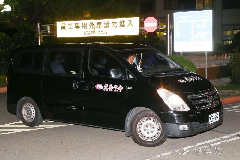 前總統李登輝30日晚間逝世,遺體由車隊移至懷遠堂。(顏麟宇攝)