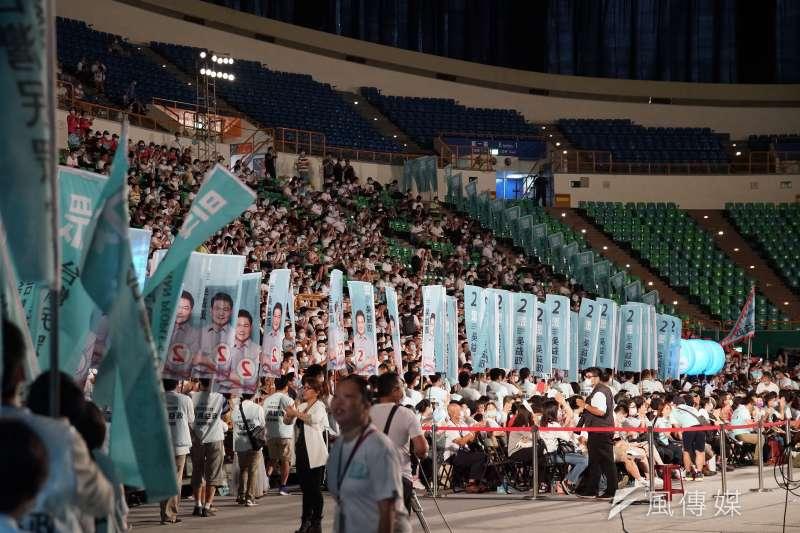 20200802-台灣民眾黨2日舉行黨員大會,為高雄市長參選人吳益政造勢,圖為旗隊進場。(盧逸峰攝)