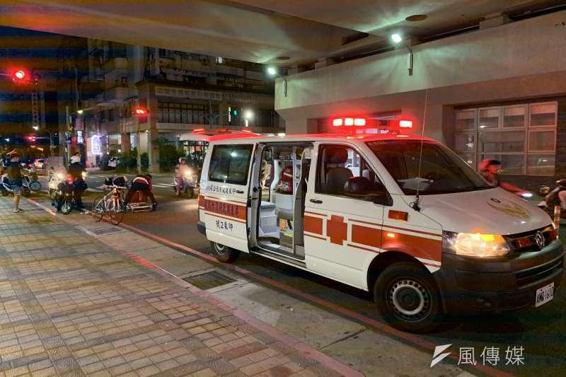 2016年1名莊姓男子因「冠心症併心室顫動」急救無效死亡,不料家屬竟因此控告消防員,對此台中地院判決家屬敗訴。圖為屏東92,非當事救護車。(陳煜攝)