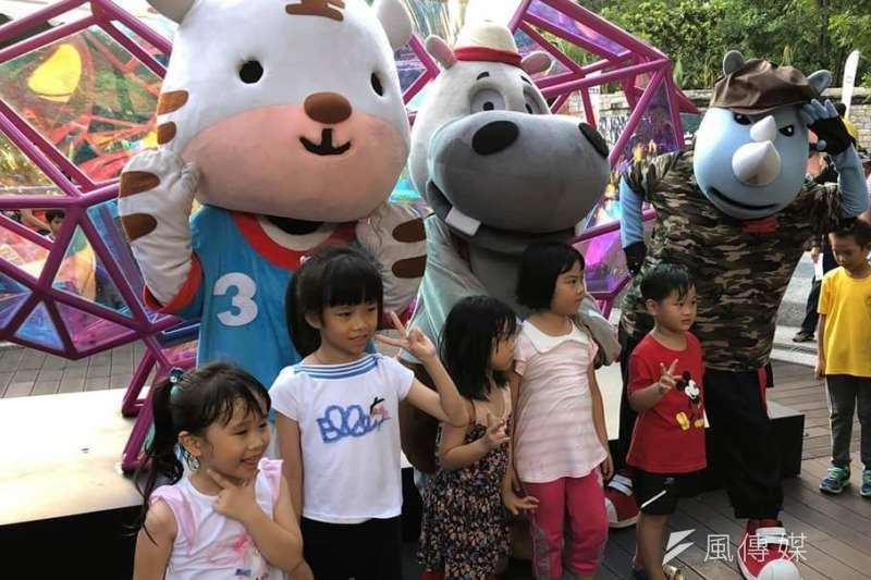 壽山動物園暑期同樂會,可愛吉祥物大集合比人氣。(圖/徐炳文攝)