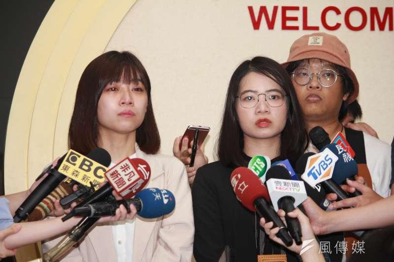 20200805-台北市議員林穎孟(左)、黃郁芬(右)退出時代力量。(方炳超攝)