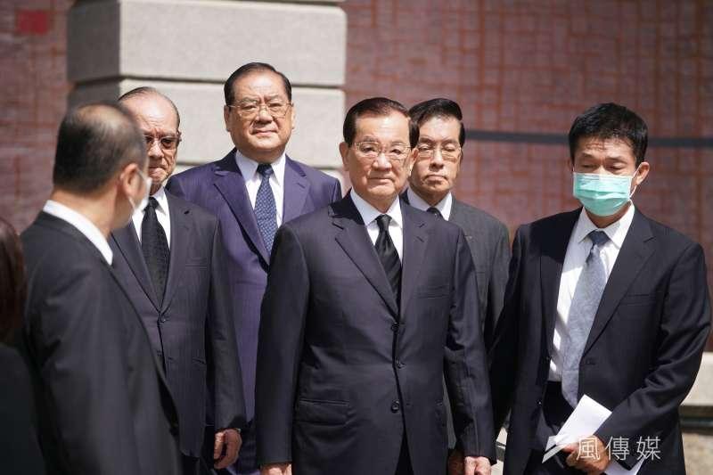 前副總統連戰(中)5日赴台北賓館,追思前總統李登輝。(盧逸峰攝)