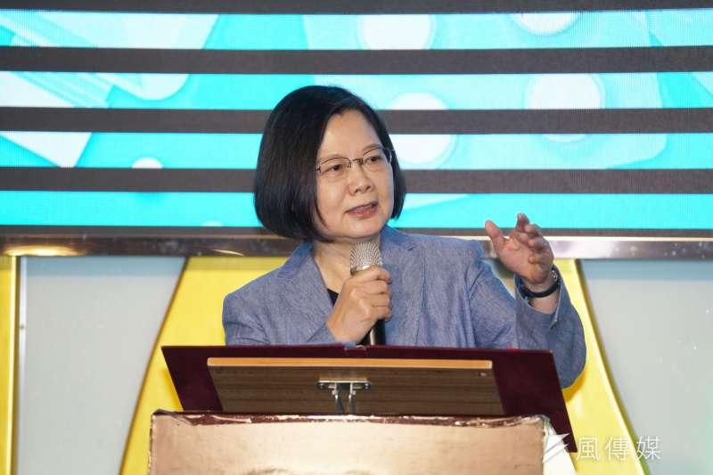 筆者認為總統蔡英文(見圖)過度跟隨美國總統川普的腳步,最後會將台灣帶向極具敗國危險的黑暗時代。(資料照,盧逸峰攝)