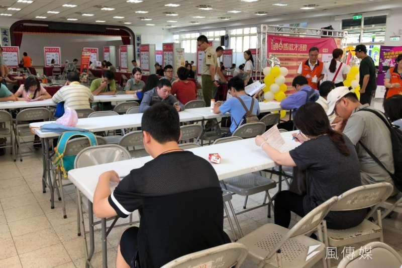 新北就業服務處8月再辦理17場聯合徵才,為求職者找工作。(圖/新北市勞工局提供)