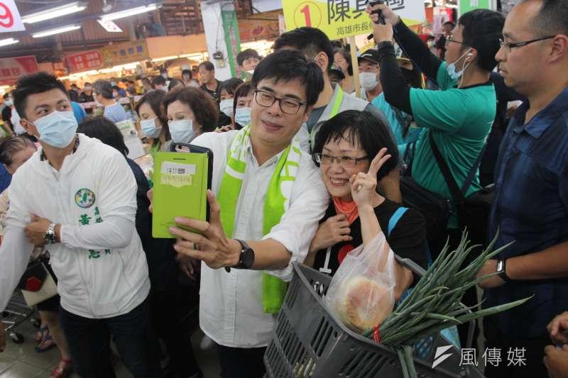 民進黨高雄市長候選人陳其邁影音團隊成員表示,行程直播是要連結候選人與地方關係,與「邁粉」的線上互動,也可說是「即時客服」。(資料照,黃信維攝)