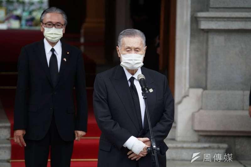 總統蔡英文9日下午在總統府接見日本弔唁前總統李登輝訪台團。圖右為日本前首相森喜朗。(盧逸峰攝)