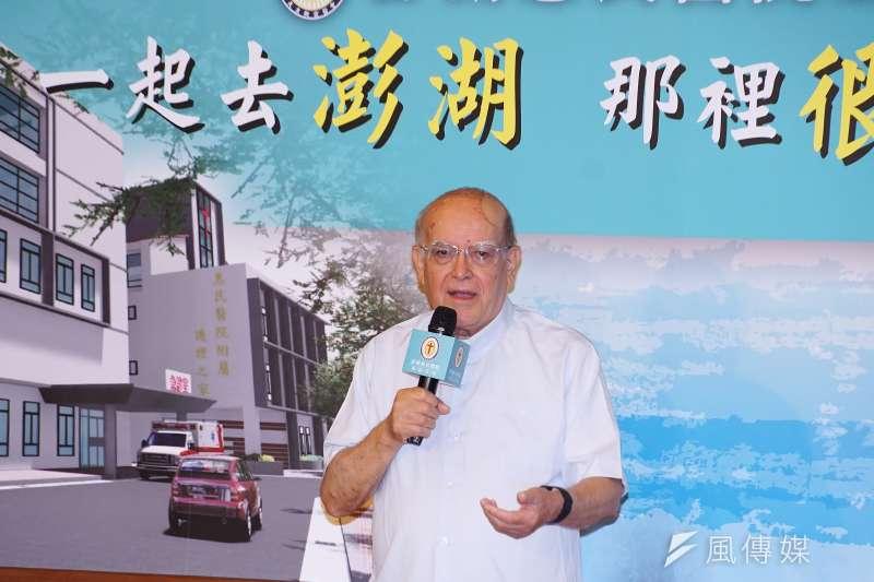 20200812-天主教神父呂若瑟12日出席澎湖惠民醫院重建記者會。(盧逸峰攝)