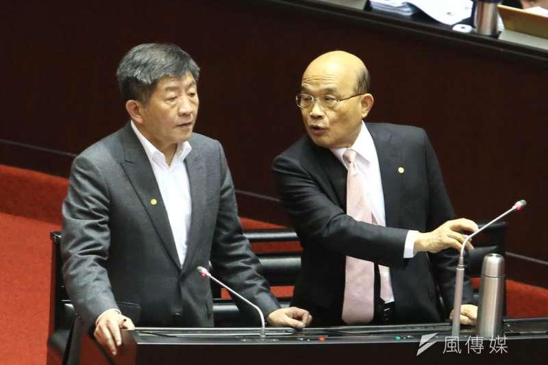 蘇貞昌(右)力挺陳時中(左),保綠營2022年戰力。(柯承惠攝)
