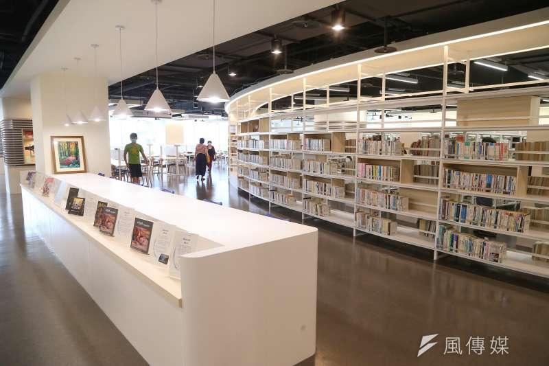 筆者認為圖書館因為經費有限可以做選擇,但不能審查,因此呼籲新北市立圖書館應該重新上架《國王與國王》一書,以捍衛思想自由。(資料照,顏麟宇攝)