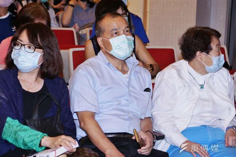 20200816-作家龍應台16日舉行《大武山下》讀者見面會,前高雄市副市長葉匡時出席。(盧逸峰攝)