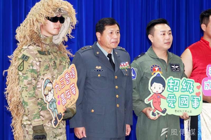 國防部介紹系列活動規劃,陸軍特戰部隊派出著偽裝服的官兵宣傳。(蘇仲泓攝)