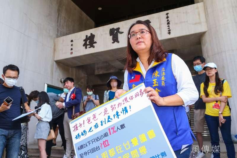 針對陸配團聚家庭等議題,國民黨立委陳玉珍19日再赴陸委會考察。(顏麟宇攝)