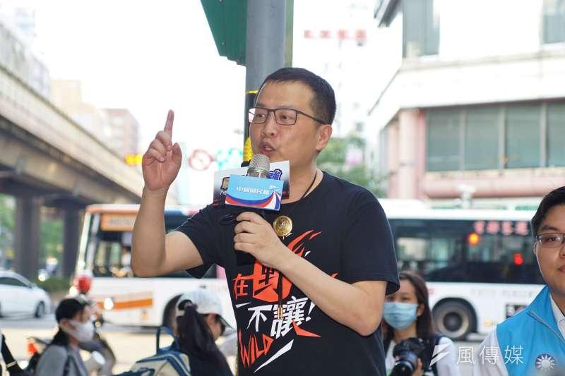 國民黨台北市議員羅智強(見圖)指出,衛福部長陳時中於磐石艦爆發新冠肺炎群聚感染時,曾指示民眾自行駕車前往醫院採檢。(盧逸峰攝)