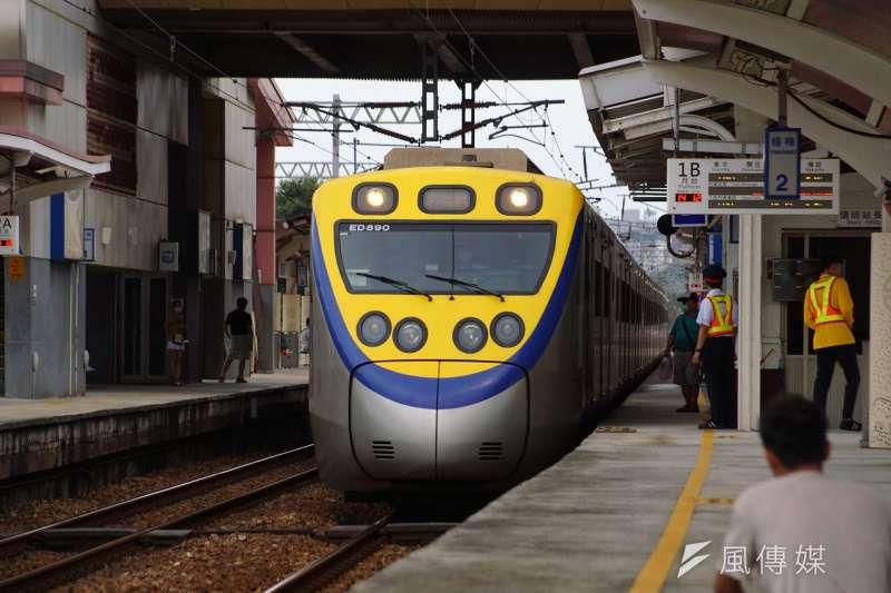 因應指揮中心宣布「微解封」,台鐵13日復開部分通勤班次。(資料照,盧逸峰攝)