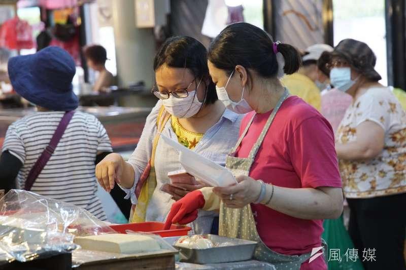 新北實名制口罩出現中國產品,從而引發口罩國家隊的問題。(盧逸峰攝)