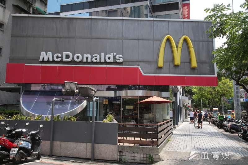 雖然台灣第一家速食品牌是1974年的頂呱呱,但帶動台灣走進速食時代,是要到1984年國際連鎖速食「麥當勞」進入台灣才真正開始!(資料照,顏麟宇攝)