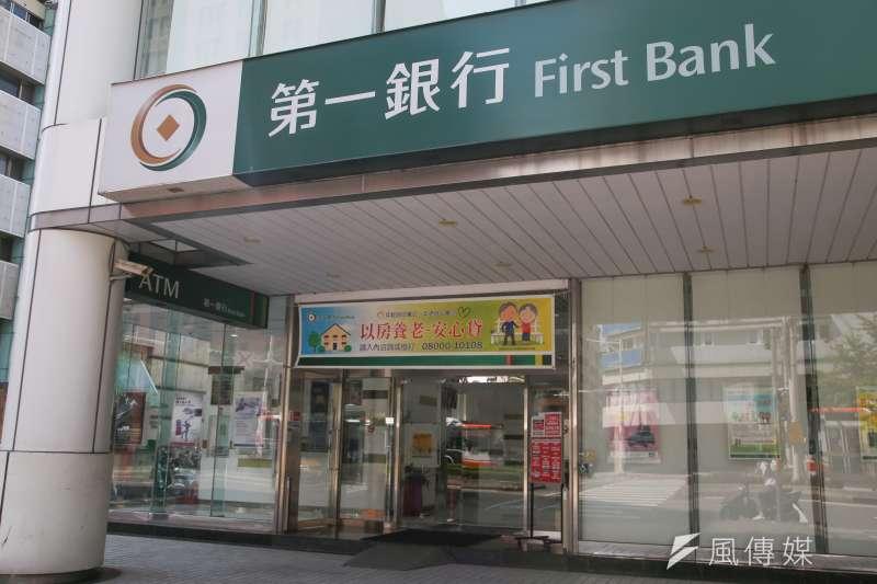 各家銀行為搶客,紛紛推出房貸優惠方案搶客。(顏麟宇攝)