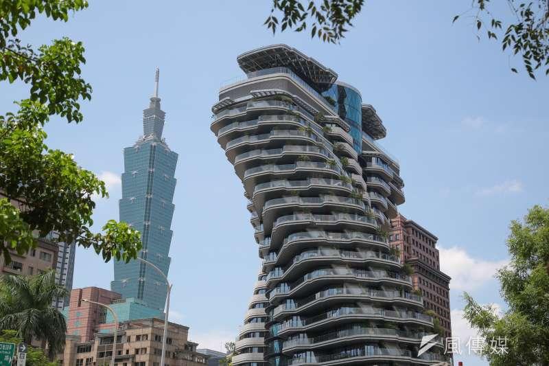 上半年疫情未解封前,高端買方對於超高單價豪宅的置產趨向保守。(顏麟宇攝)