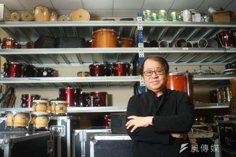 國家表演藝術中心董事長朱宗慶接受專訪時指出,藝術工作者現況和以往大不同,表演藝術除了要越深越廣之外,也要慢慢為各行各業所用。(蔡親傑攝)