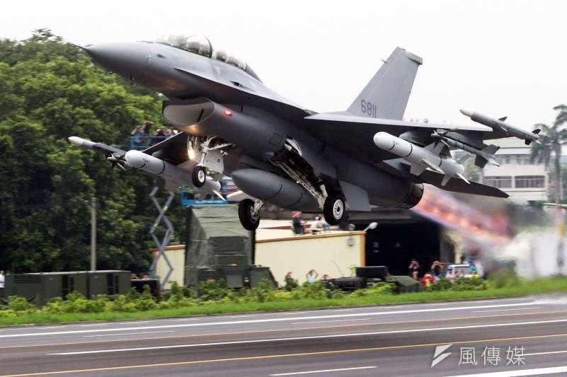 被視為國內航太產業重要一步的「F-16維修中心」28日上午在漢翔公司沙鹿廠區舉行揭牌儀式。圖為F-16戰機。(資料照,蘇仲泓攝)