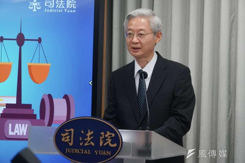 司法院大法官宣示黨產條例聲請釋憲案解釋後,由秘書長林輝煌說明內容。(蔡親傑攝)