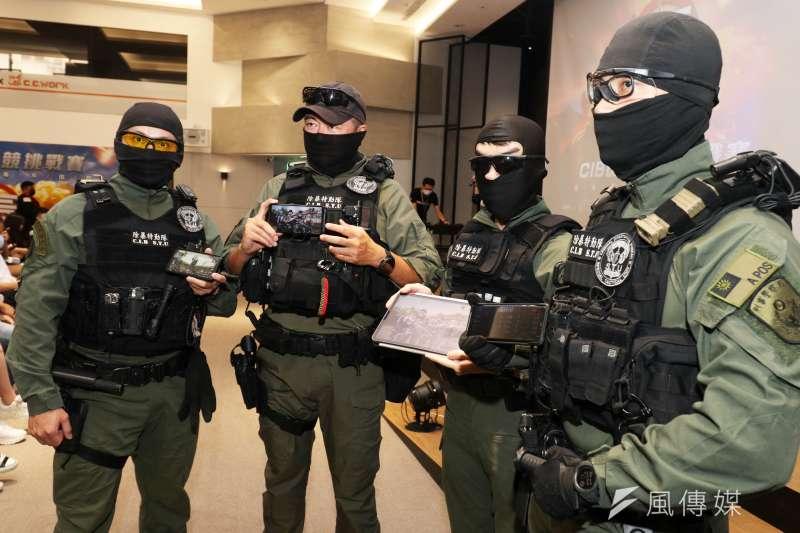 刑事局「除暴特勤隊」不僅在真實世界是打擊犯罪的專家,在虛擬世界同樣能「露個兩手」。(蘇仲泓攝)