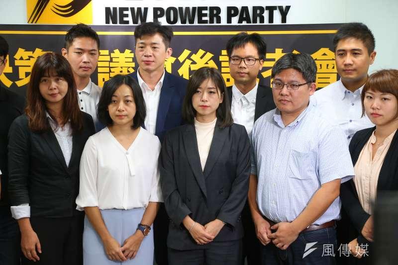 20200829-時代力量29日召開決策會議,並選出高鈺婷(中)為新任黨主席。(顏麟宇攝)