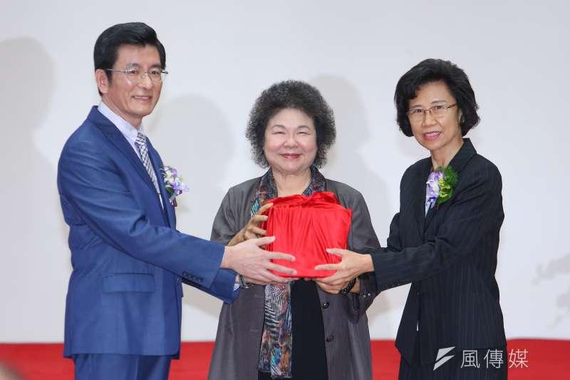 20200901-監察院新任秘書長朱富美(右)1日出席交接典禮。(顏麟宇攝)