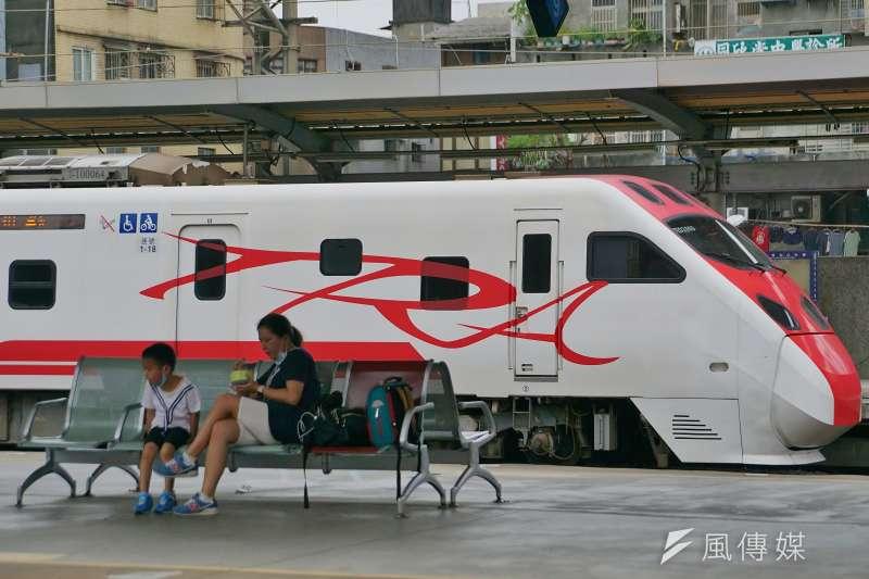 台鐵開放中秋連假車票訂購,至2日上午9時花東及北高熱門時段車票已售完。(資料照,盧逸峰攝)