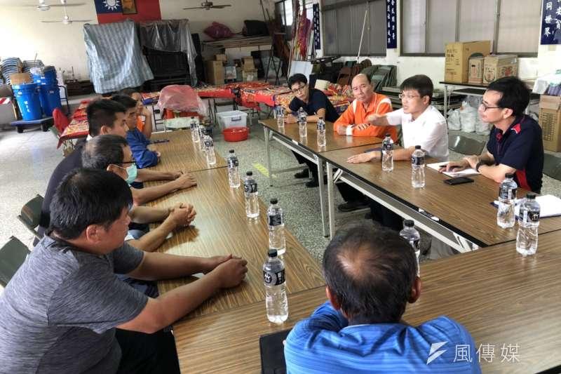 農業局代理局長王正一至本市養豬六大區與養豬農民座談。(圖/徐炳文攝)