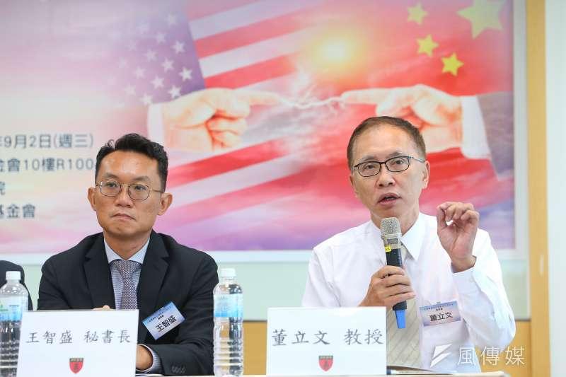 亞太和平研究基金會執行長董立文(右)、中華亞太菁英交流協會秘書長王智盛(左)2日出席「 中美軍事對抗熱點與台海安全」座談會,強調台灣不安全。(顏麟宇攝)